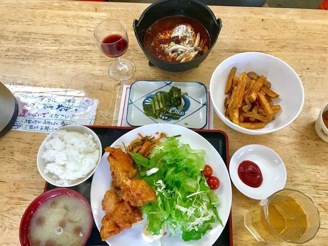 画像: フライドポテトも頼みました♪お通しの野沢菜漬も美味です^^