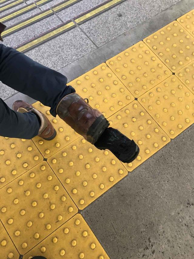 画像: ♯悲報 ♯鷲尾さん靴底剥がれる