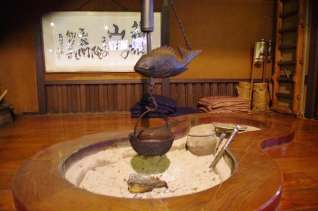 画像: 囲炉裏 炭の香りと、昔ながらの家屋の香りに癒されます