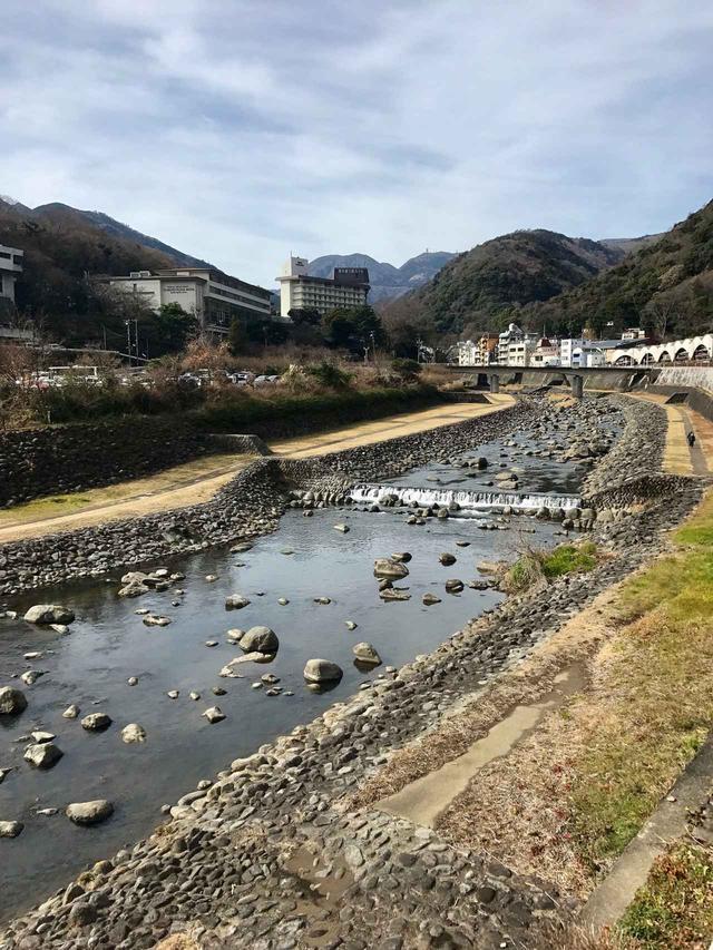 画像: 箱根湯本駅からテクテク歩いて・・・