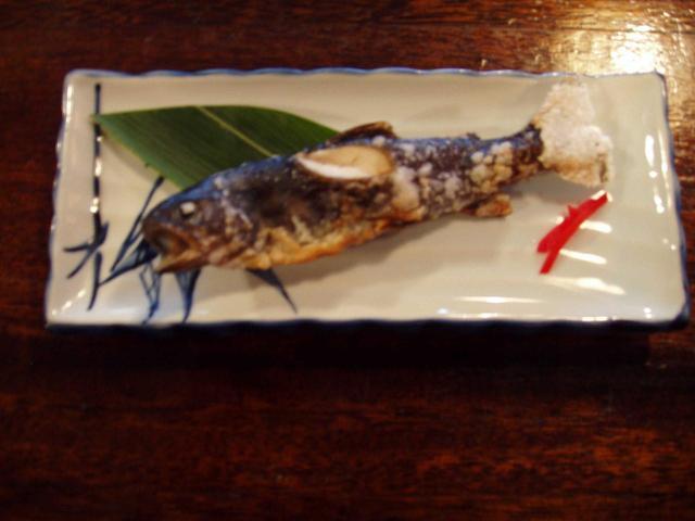 画像: 名物・岩魚の塩焼き