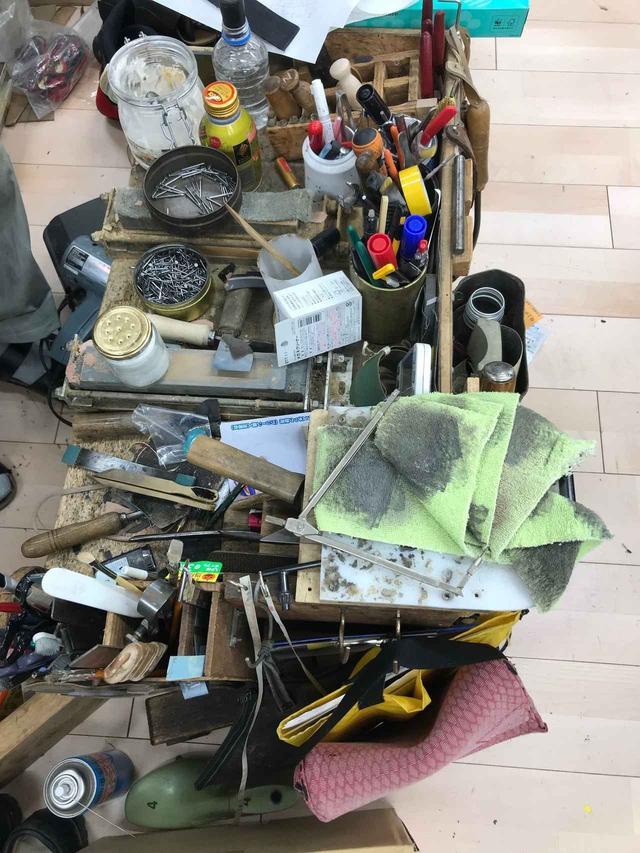 画像: 職人さん達が手仕事で使う工具がズラリ