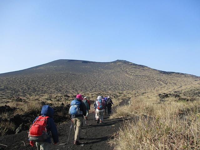 画像2: 【山旅会・登山ガイドこだわりツアー】岡田ガイドからの便り・伊豆大島・三原山ツアーに行ってきました!