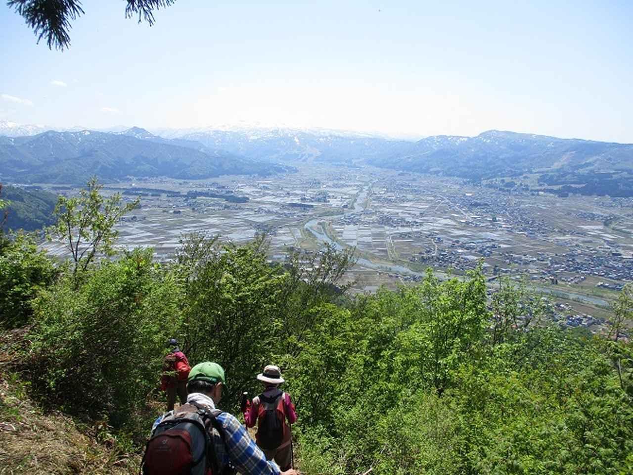 画像8: 5月8日・9日に岡田ガイドのコースで暑い暑い新潟の山へ行って来ました♪