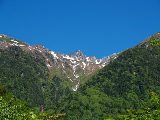 画像: 新緑と残雪の木曽駒ケ岳