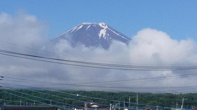 画像: 忍野村から見える富士山