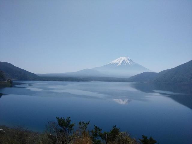 画像: 本栖湖と富士山