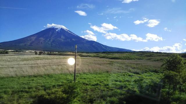 画像: こちらも忍野村から見た富士山