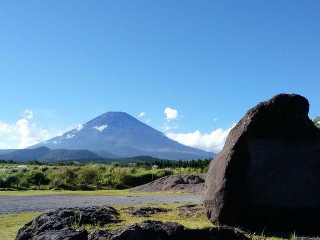 画像: 忠ちゃん牧場から眺める富士山