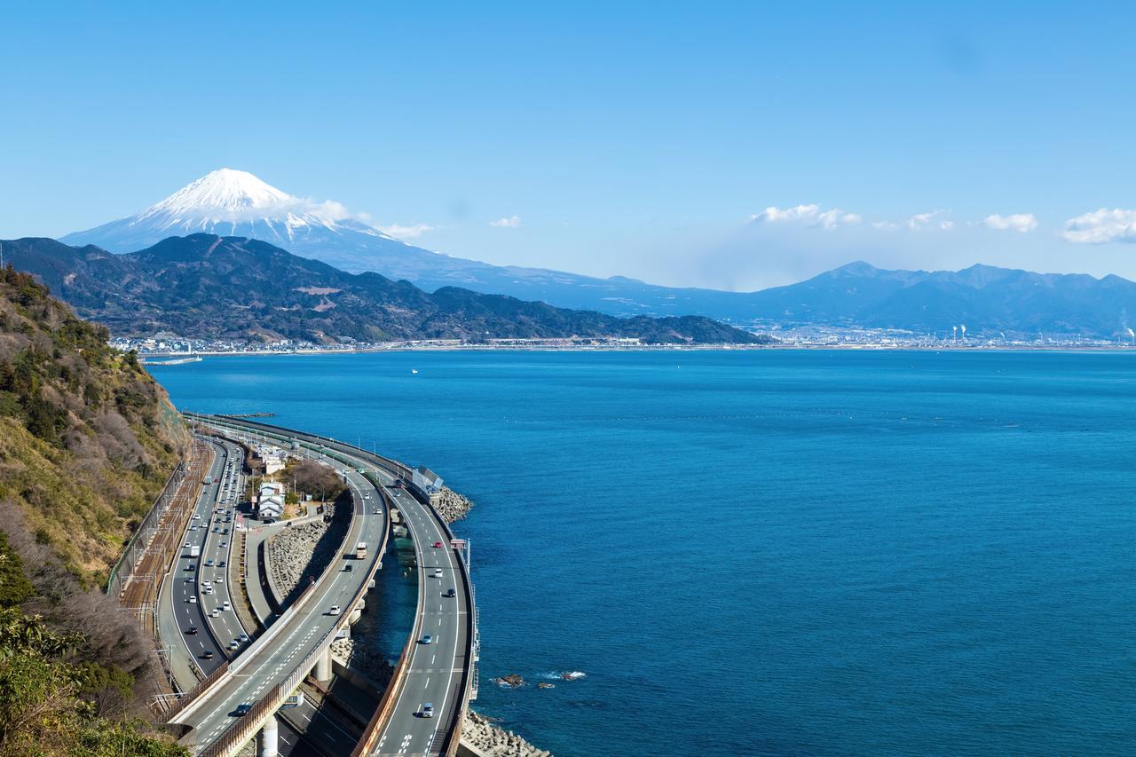 画像: さった峠からの眺め。富士山と海を同時に臨めるのも東海道あるきの魅力のひとつです。