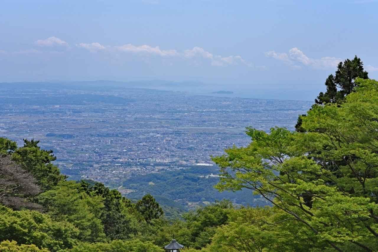 画像: 大山阿夫利神社下社からの眺望(第1回) 向こうに見えるは相模湾。大山阿夫利神社下社へは往復ケーブルカーで参拝します。
