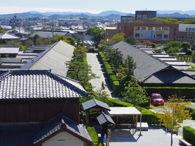 画像: 松坂城から見下ろす武家屋敷(後編でご案内)