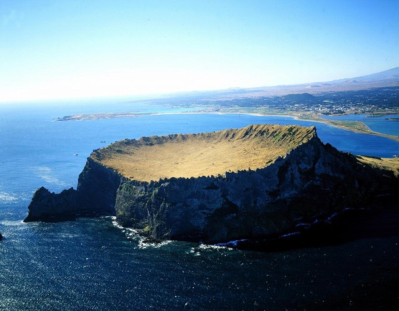 画像: <ハイキング初級>韓国・済州島で秋ならではの自然を満喫!済州島オルレ いいとこどりハイキング4日間|クラブツーリズム