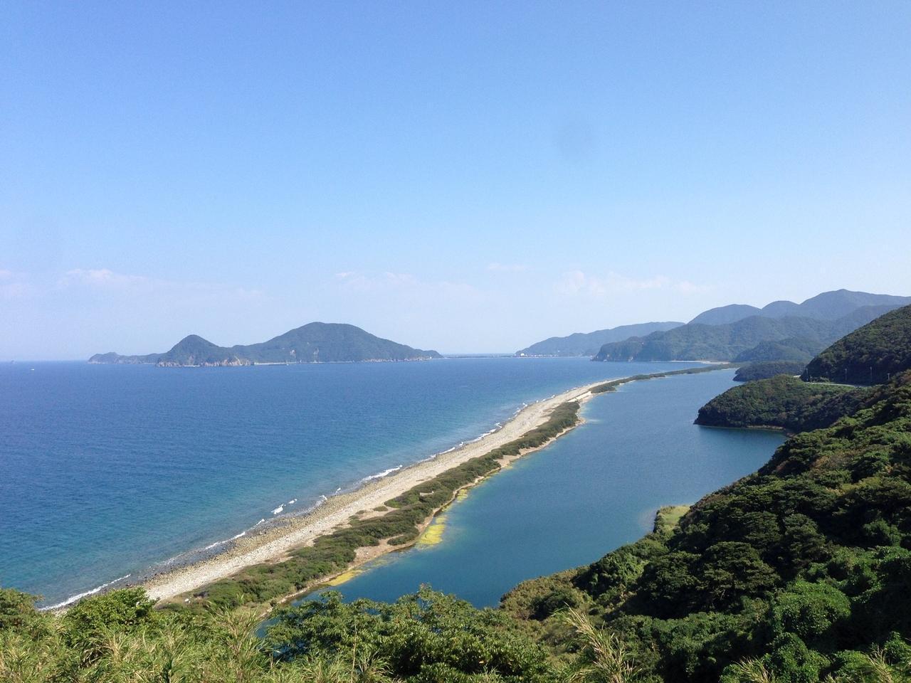画像: 長目の浜(下甑島の北側に位置する国の天然記念物。眺めの浜と景観をほめたことが由来です。)