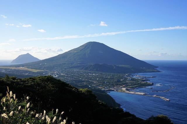 画像: 登龍峠展望台(龍が昇ってくるように見えるため登龍峠という名が付けられました。)