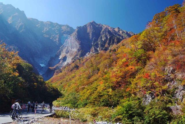 画像: 第2回 一ノ倉沢から望む 紅葉に染められた谷川岳