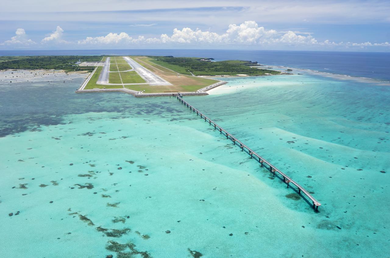 画像: 下地島空港17END 宮古諸島の中でも屈指の海の透明度を誇ります。 画像提供:下地島エアポートマネジメント