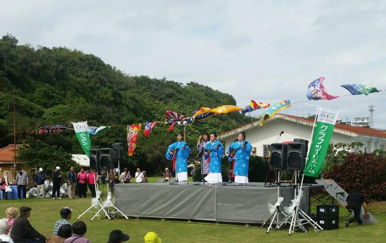画像: 三線ショー!沖縄ならではのメロディに合わせて皆さんで歌って踊りましょう!