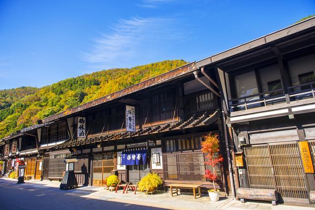 画像: 中山道・奈良井宿の紅葉(例年の紅葉の見頃は10月下旬~11月上旬)