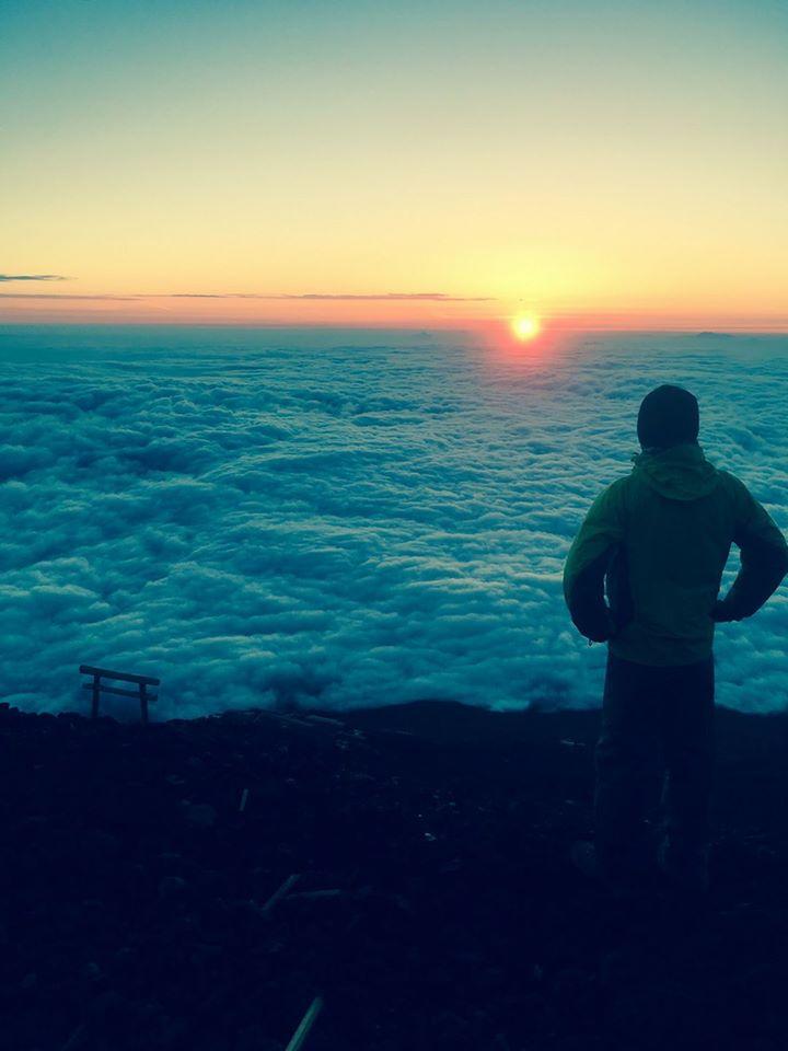 画像: 富士山山頂からの雲海とご来光・スタッフ松田撮影