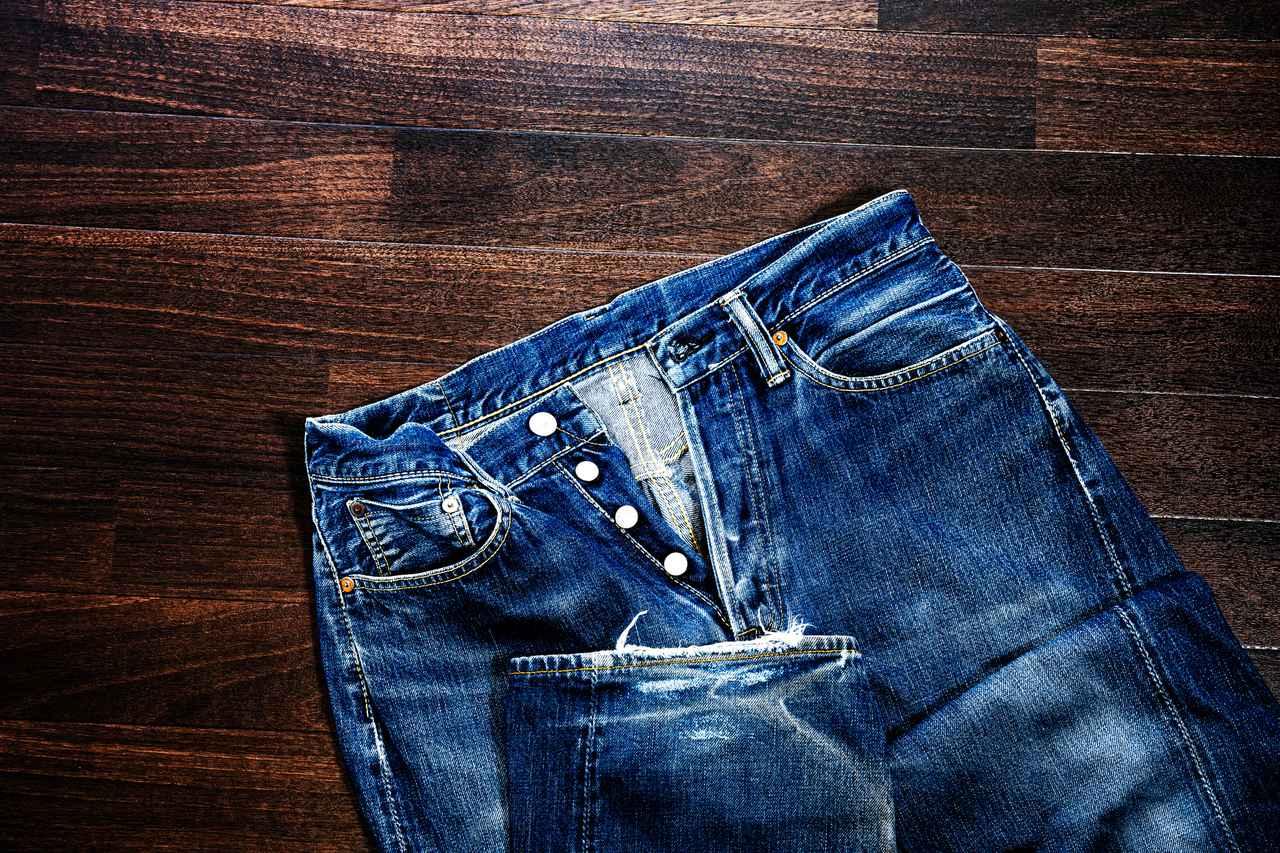 画像: ジーンズは伸縮性、速乾性がなく、山では絶対に避けていただきたい服の一つです