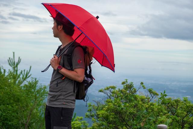 画像: すぐにさすことができ便利ですが、山での使用は危険です
