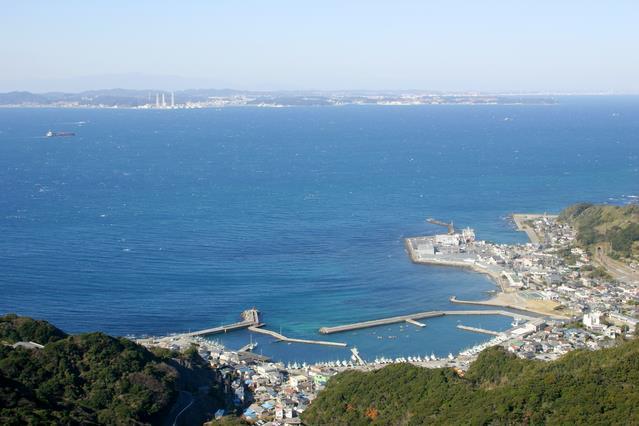 画像: 山頂から見下ろす東京湾の絶景