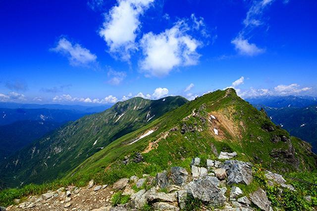 画像: トマの耳の山頂から見る絶景