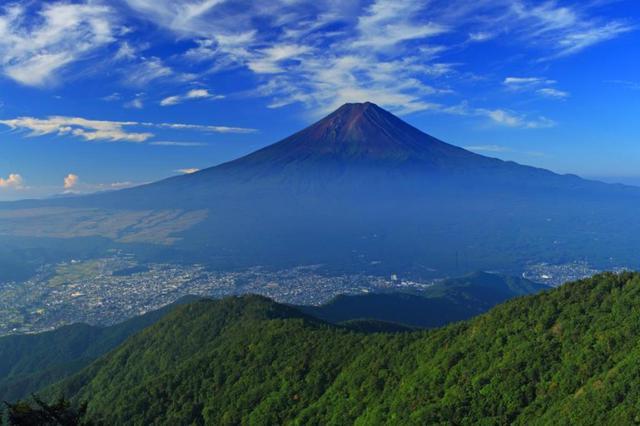 画像: 三ツ峠山頂から見る富士山