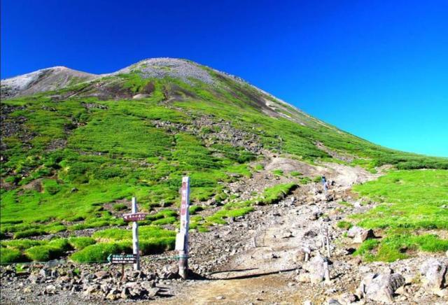 画像: 乗鞍岳最高峰・剣が峰への登山道