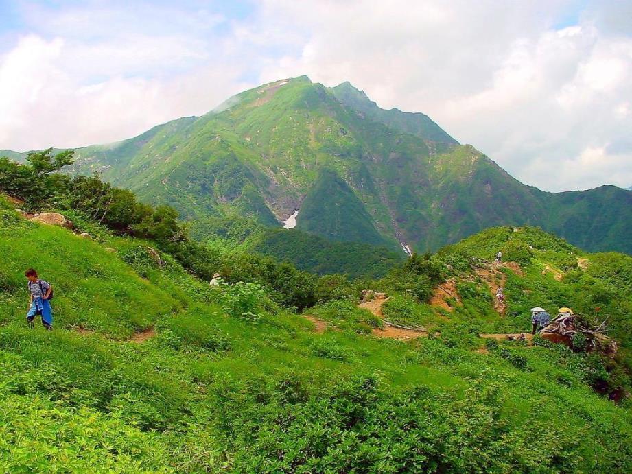 画像: ロープウェイ駅から谷川岳山頂へ