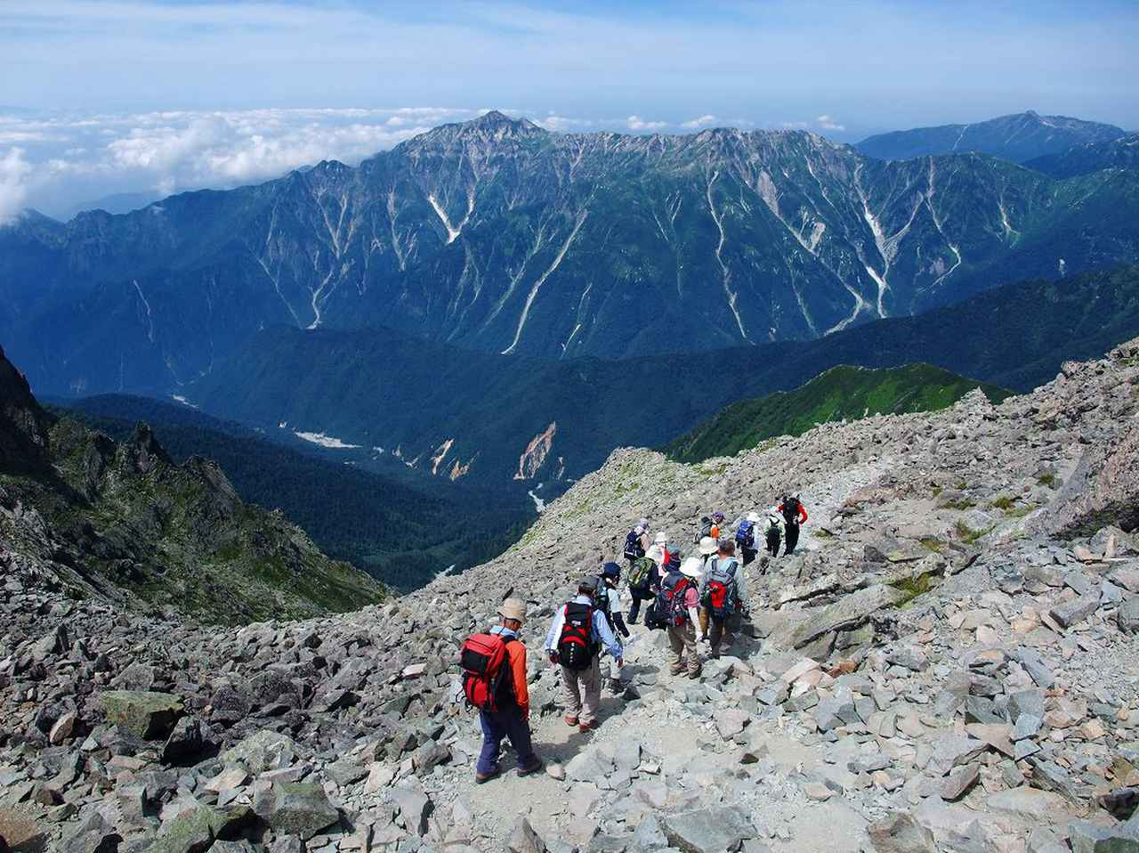 画像: 標高差のあるルートは登山が厳しくなります