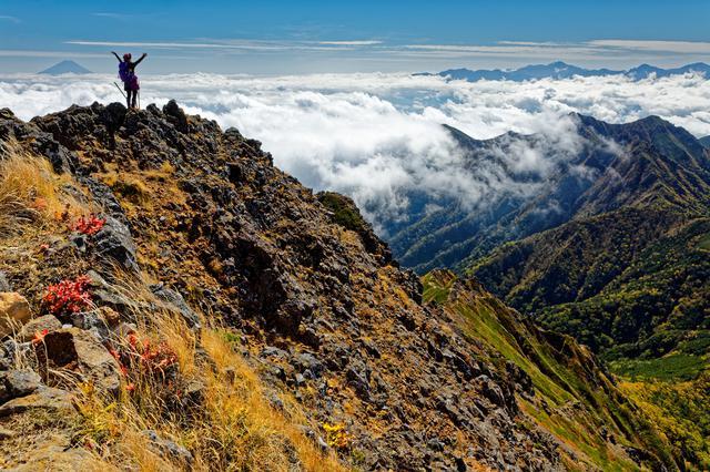 画像: 崖から足を滑らせれば滑落してしまう可能性があります
