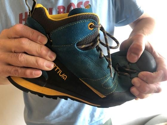 画像4: 靴底の硬さをチェックしよう