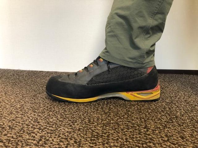 画像3: 靴底の硬さをチェックしよう