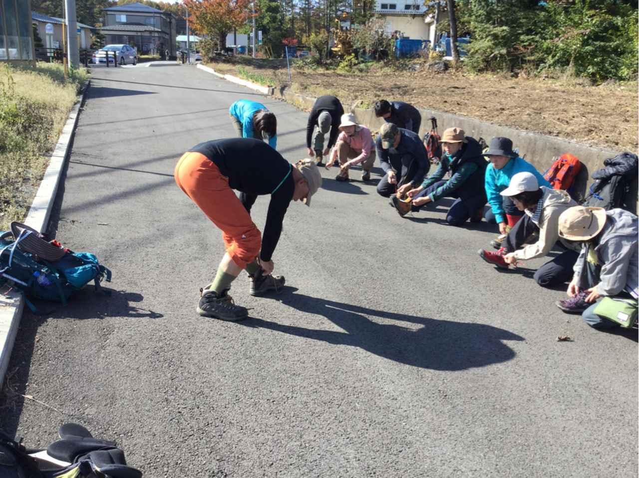 画像: 登山靴の靴紐の結び方から教える初心者向け登山教室もあります