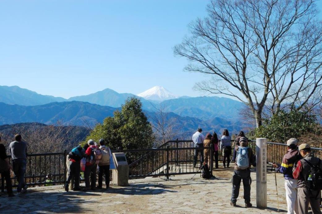 画像: 低山の代表である東京の高尾山