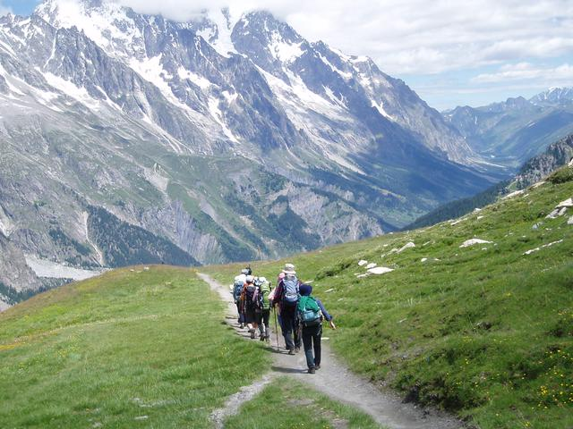 画像: 山歩きはトレイル上を歩くことが多いです