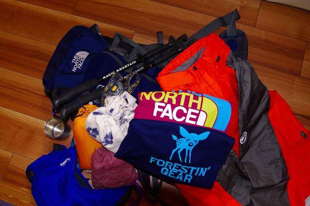 画像: 山に必要な持ち物は多いです