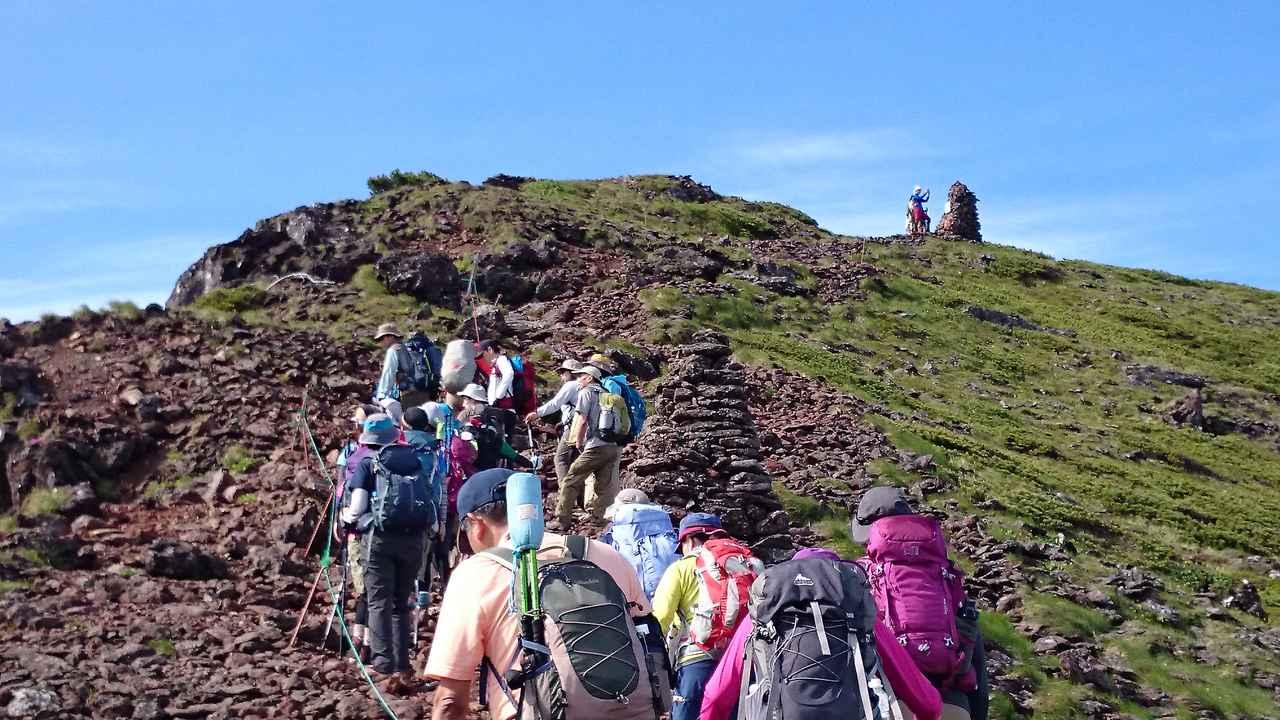 画像: 一般的には山頂を目指す山歩きを指します