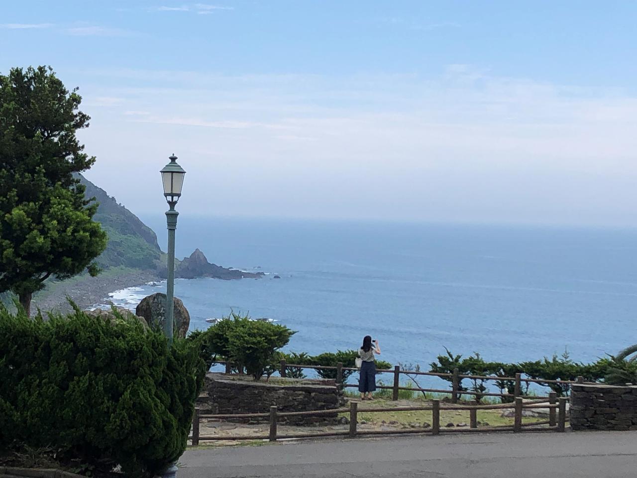 画像: ↑ こんな、絶景の外海地区の海岸線を見ながら歩いていきます。