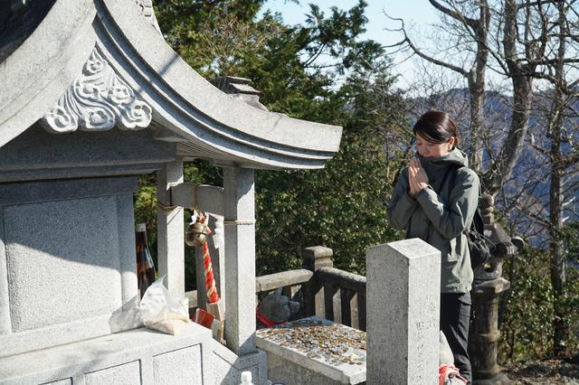 画像: 三峰神社奥宮、妙法ヶ岳へトレッキング