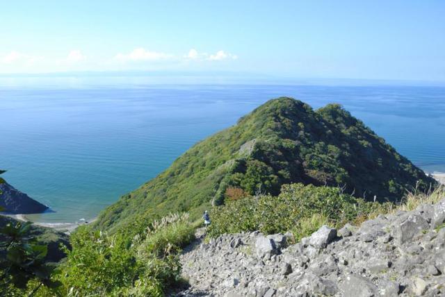 画像: 角田山灯台コースから見る日本海