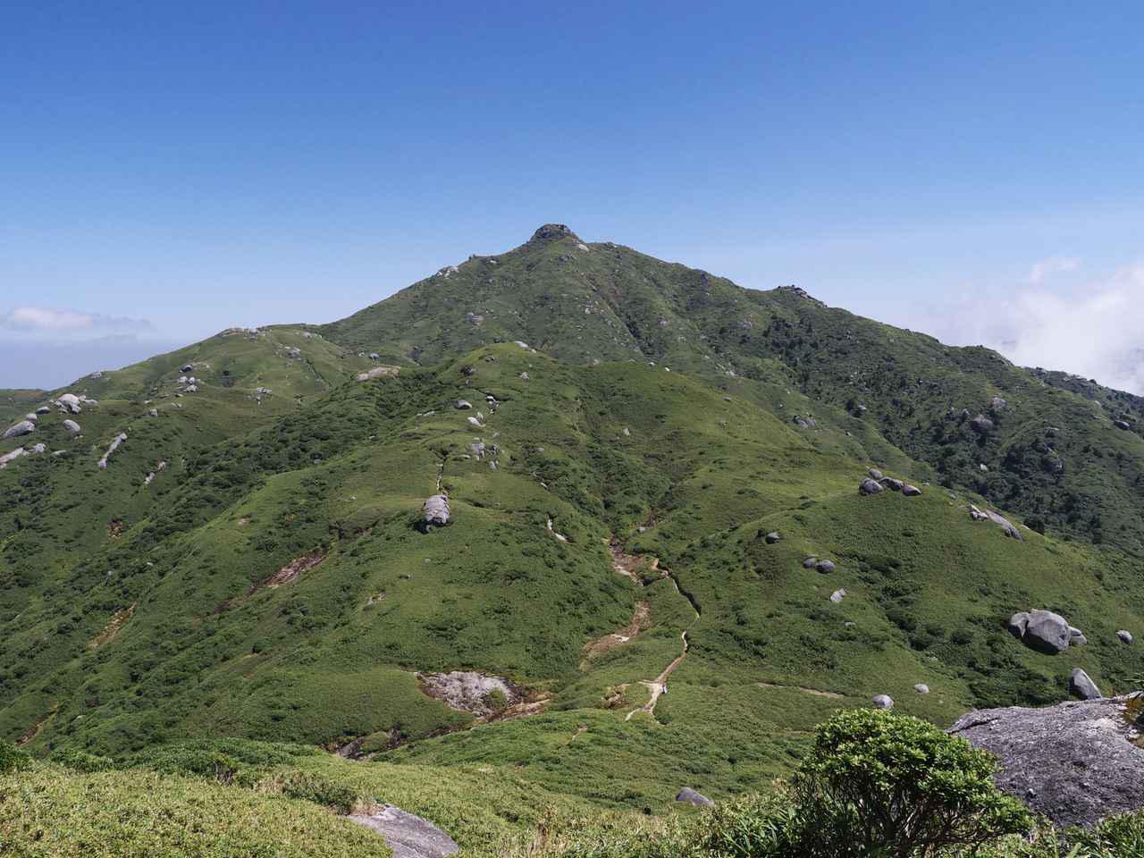 画像: 宮之浦岳の遠景