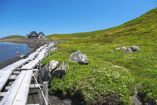 画像: 秋田駒ヶ岳・阿弥陀池と木道