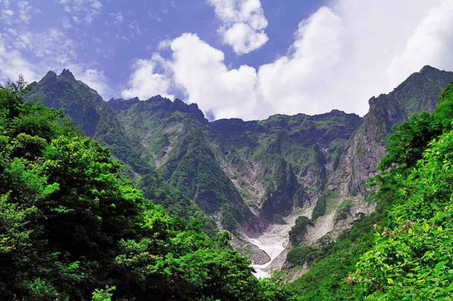 画像: 谷川岳 一の倉沢新緑