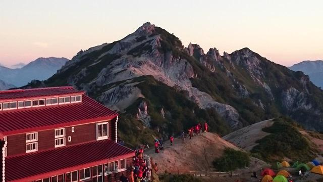 画像: 人気の山小屋・燕山荘
