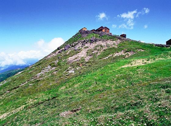 画像: 月山山頂にある月山神社