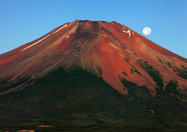 画像: 夏しか登れない日本最高峰富士山(3,776m)