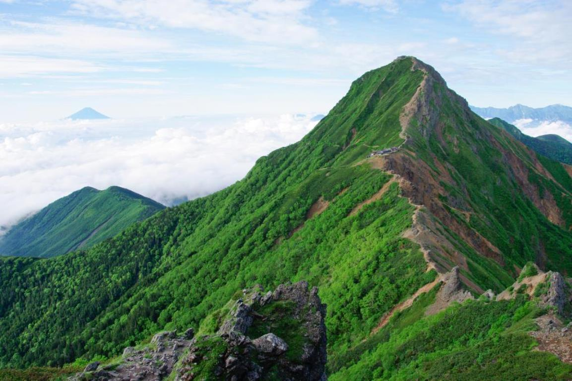 画像: 八ヶ岳最高峰・赤岳